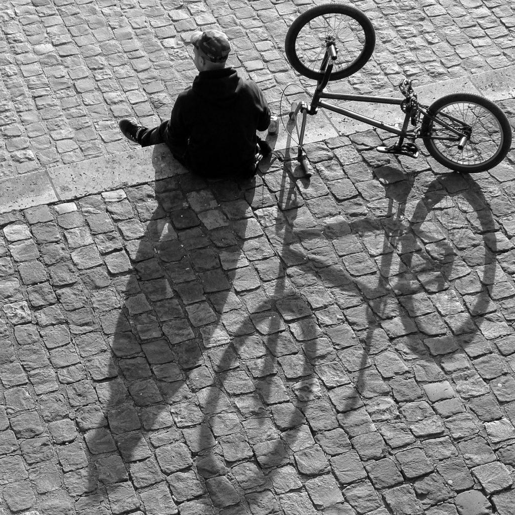 """3ème Prix du Public n&b : Jean-pierre Duroc /  Espace Photo Ste Geneviève des Bois  """" Le cyclist"""