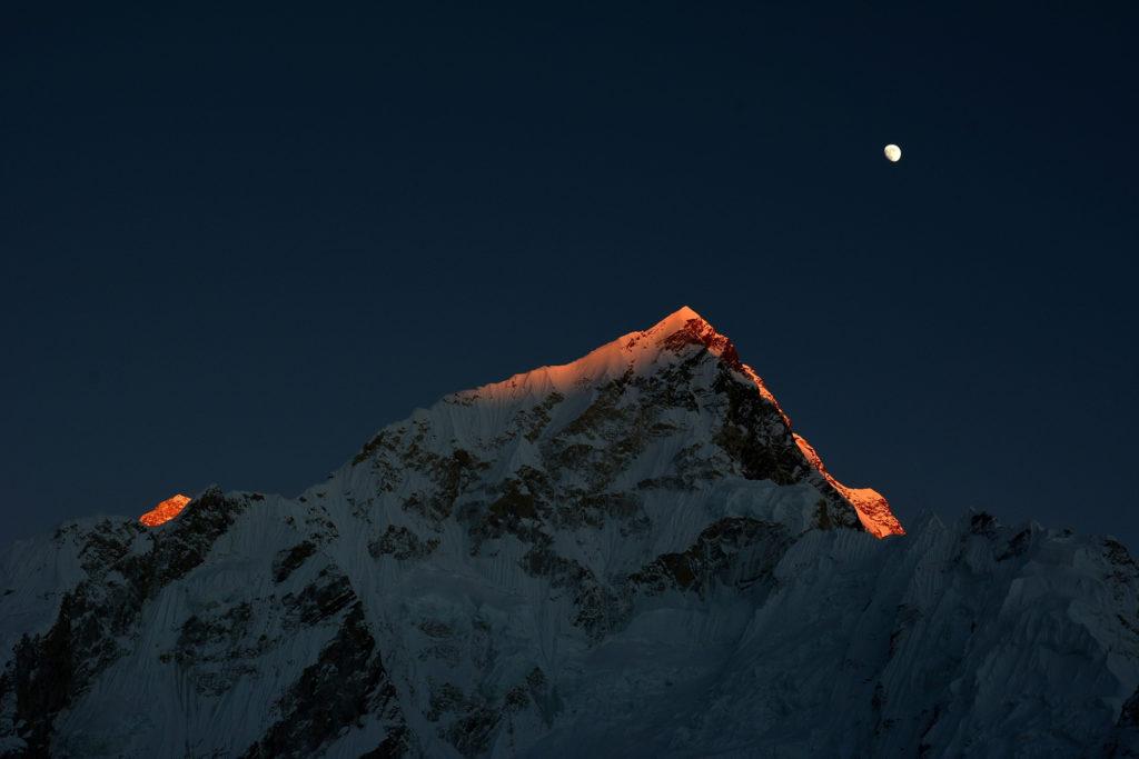 4ème  avec 64 points : Photo club Champlan / Gérard FILOCHE - « Derniers rayons sur l'Everest, Népal