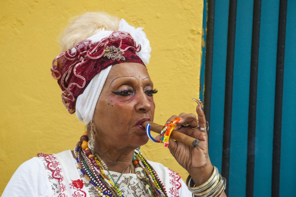 Prix de la ville couleur : « La fumeuse » Tania COHEN (Objectif images Viry Châtillon)