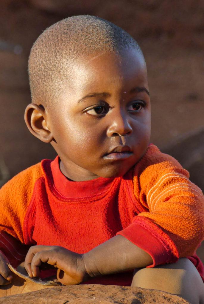 - 1er Prix du public couleurs : photo N° 46 – « bambin sud-africain » - Gattebois Michel – Objectif